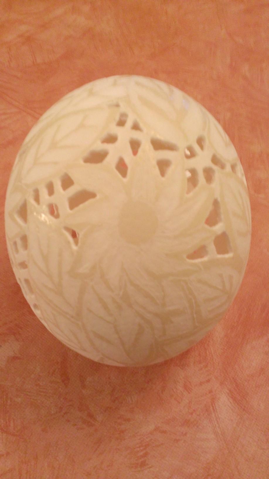 Straußenei gelocht - geschliffen- Motiv: Blume, Bild 10