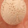 Straußenei gelocht - geschliffen- Motiv: Blume, Bild 8