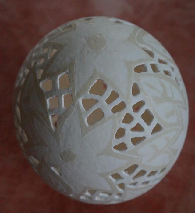 Straußenei 2 - als Lampenschirm geschliffen und gelocht- Motiv: Blume, Bild 8