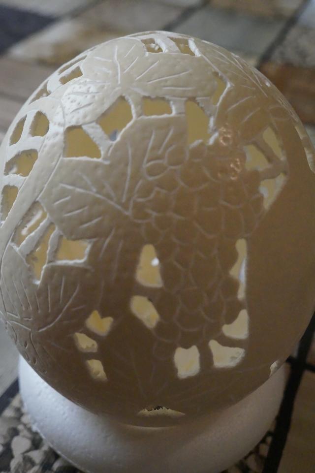 Straußenei 4 - als Straußenei 4 - als Lampenschirm geschliffen und gelocht- Motiv: Wein,  Bild 3