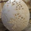Straußenei 2 - als Lampenschirm geschliffen und gelocht- Motiv: Blume, Bild 1
