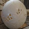 Straußenei 3 - als Lampenschirm geschliffen und gelocht- Motiv: Blume, Bild 4
