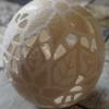 Straußenei 5 - als Lampenschirm geschliffen und gelocht- Motiv: Blume, Bild 1